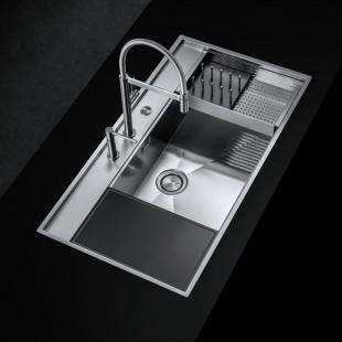 Vassoio forato scorrevole in acciaio con scolapiatti in HPL nero