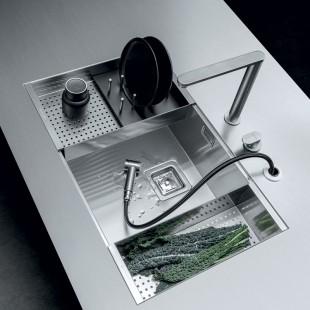 Sliding stainless steel colander with black HPL draining rack
